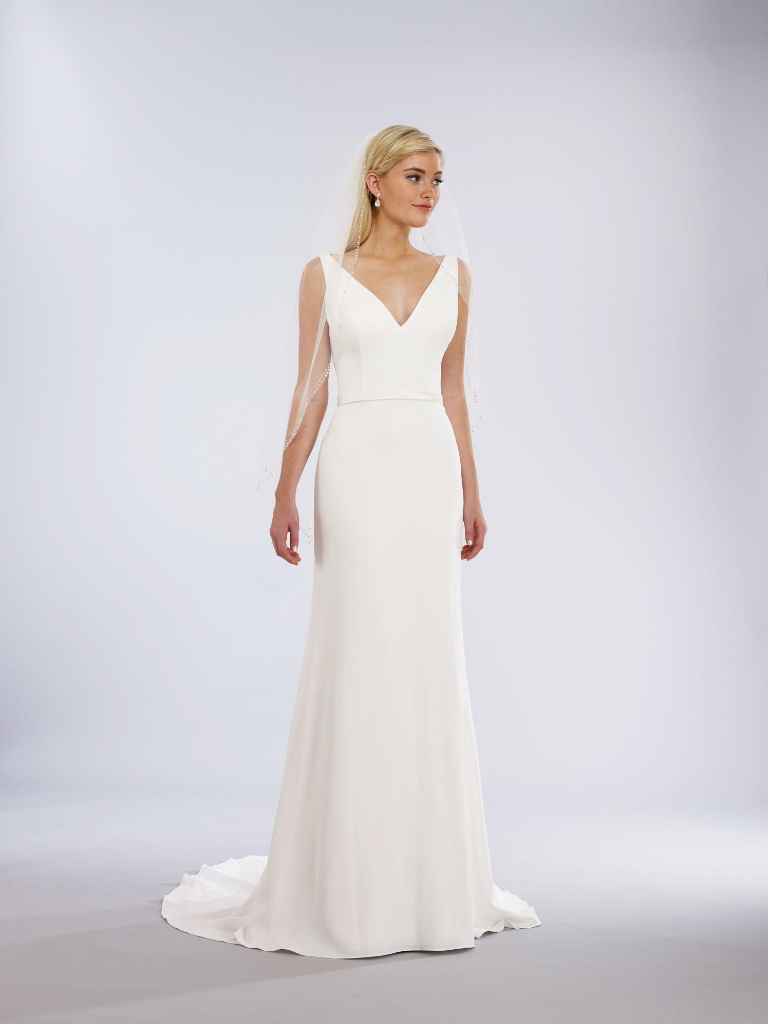 v-neck natural waist slim a-line gown