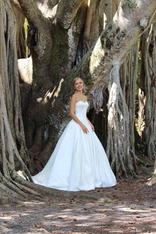 strapless sweetheart wedding dress