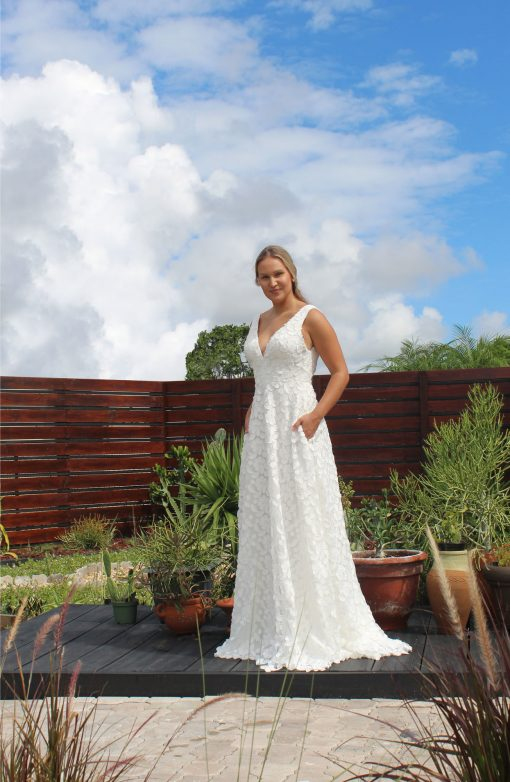dimensional woven fabric sleeveless wedding gown