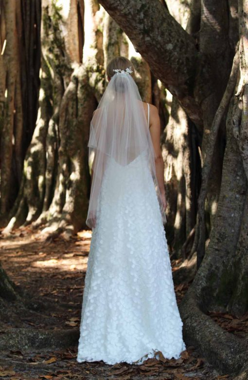low back dimensional woven fabric wedding dress